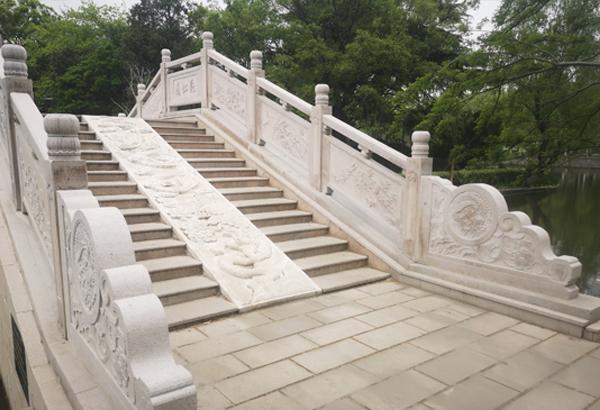 飞虹桥石浮雕